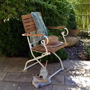 gartenklappstuhl bozen mit armlehne wei ihr onlineshop biergartenstuhl bodensee. Black Bedroom Furniture Sets. Home Design Ideas